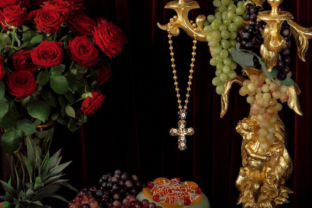 dolce gabbana dolcegabbana cross necklace croce collana sicily sicilia still life alberto feltrin