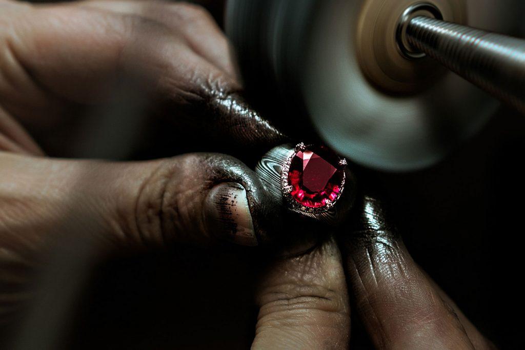 ring anello ruby rubino gold orohigh jewellery lens artisan artigiano gioielleria reportage alberto feltrin