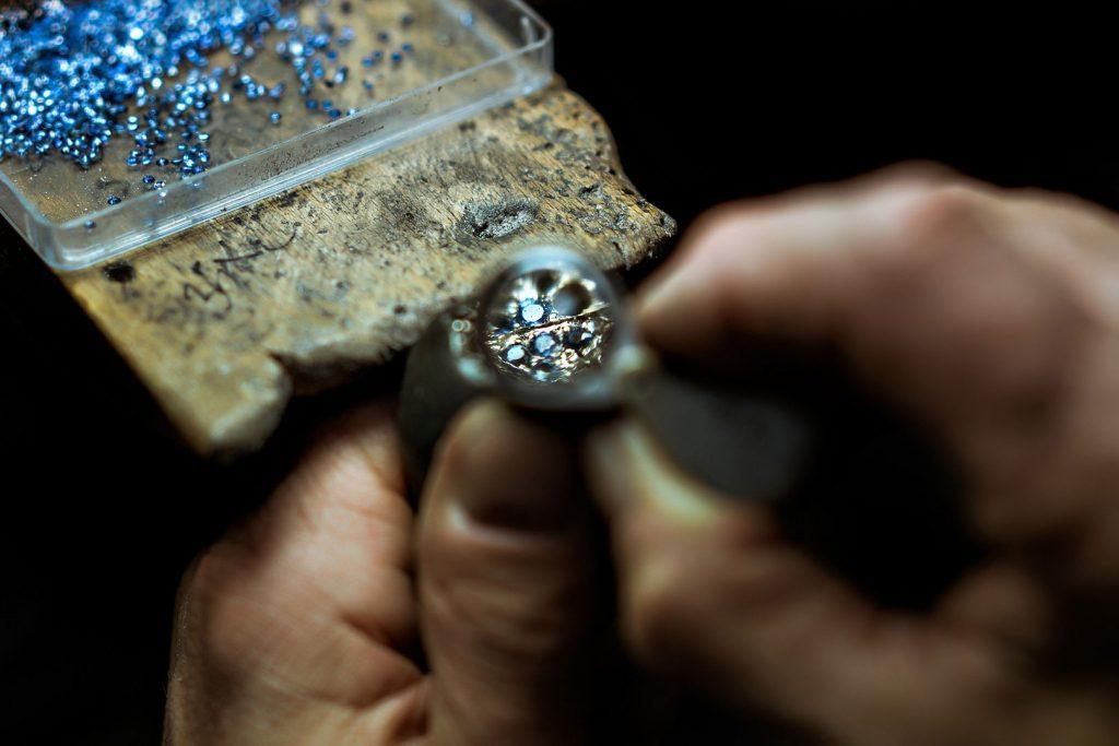anello oro gold ring high jewellery lens artisan artigiano gioielleria zaffiri sapphire reportage alberto feltrin