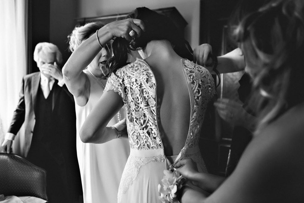 wedding reportage bride sposa getting ready preparativi fitting dress abito como lake lago destination matrimonio alberto feltrin